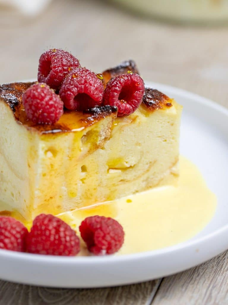bread pudding sauce with vanilla sauce and raspberries