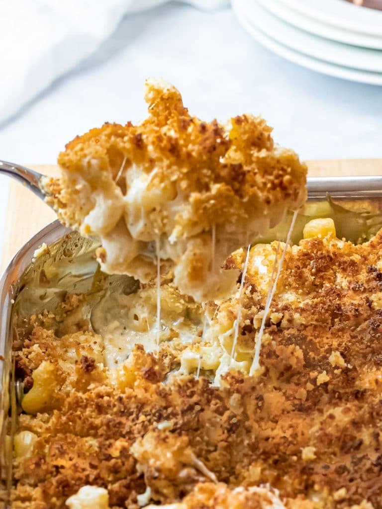 spoonful of spicy baked mac and cheese with a golden brown breadcrumb topping